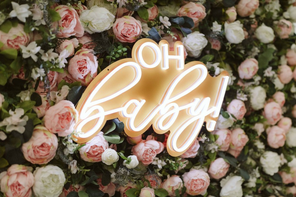 Live Wedding Band Hire - Neon 'oh baby' Sign