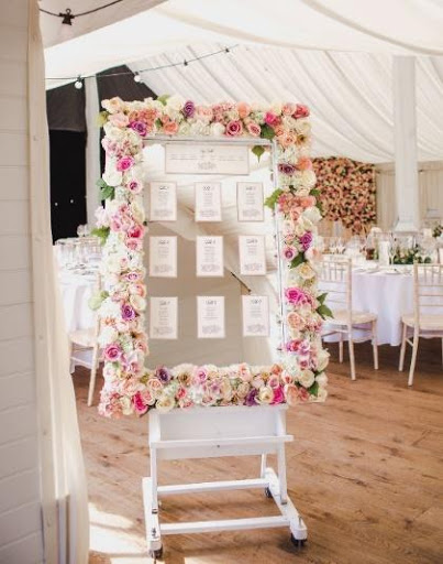 Wedding table plan with flower frame